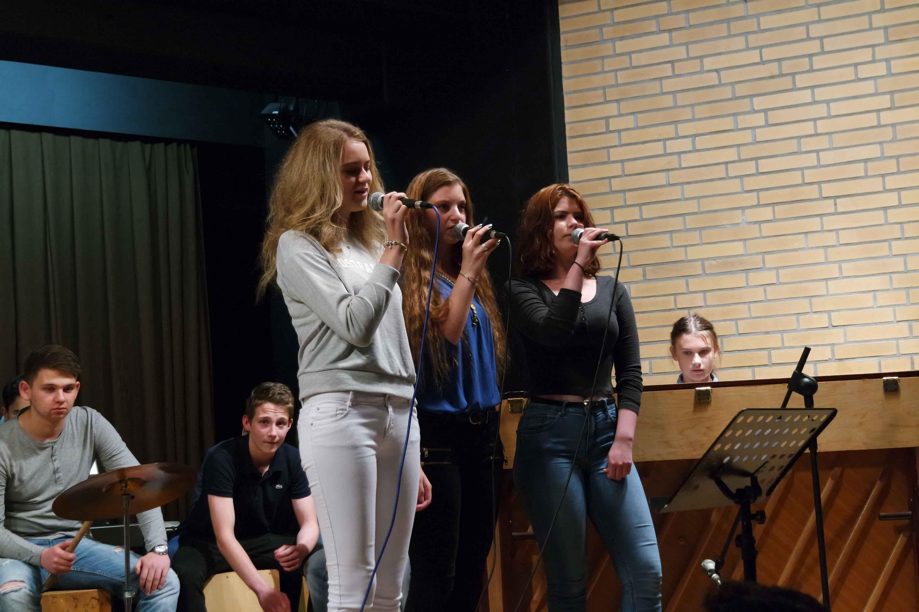 Klasse 10f mit dem Song